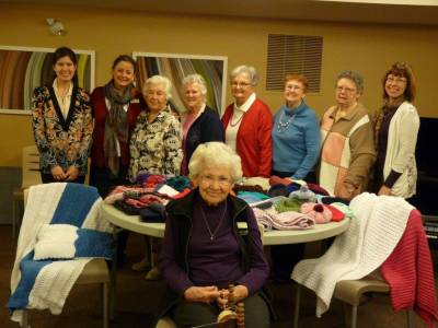 b2ap3_thumbnail_Northwoods-knitting-team-2014.jpg
